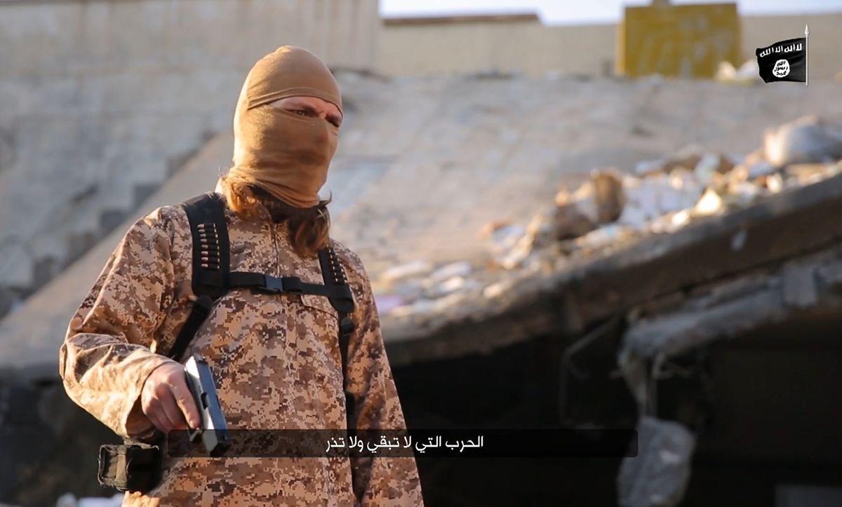 As autoridades acreditam que este homem é Steve Duarte - e que usou esta arma para matar uma pessoa em 2016 ao serviço do Daesh. O jihadista nega.