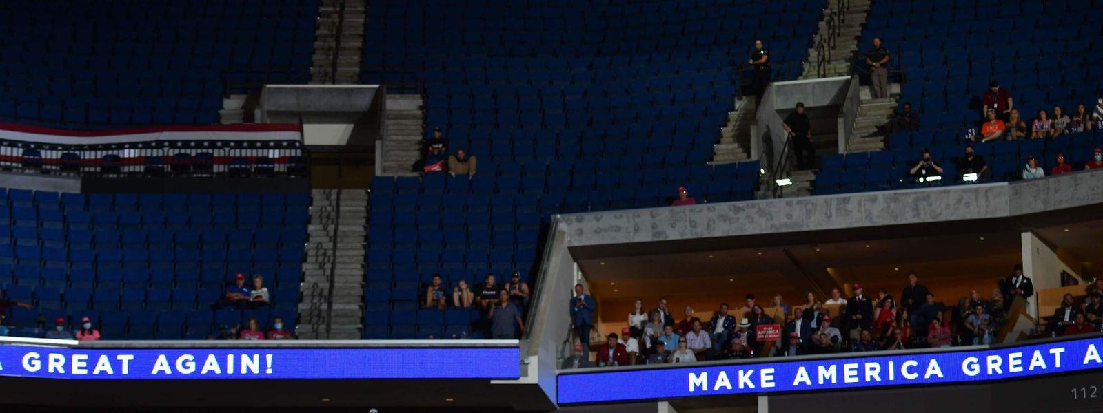 Leere Plätze in der Halle zeigten, dass Trumps Anhängerschaft schrumpft.