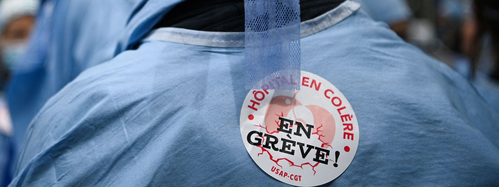 Enfermeiros num protesto em França por maior reconhecimento da profissão e salários mais elevados.