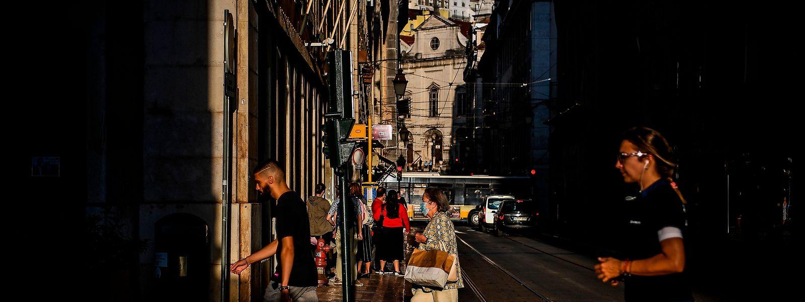 Les autorités portugaises réfléchissent à rendre obligatoire le port du masque en rue.
