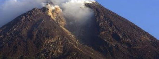 Vorboten der großen Eruption? Aus dem Vulkan Merapi auf der Insel Java strömt Gas und Lava.