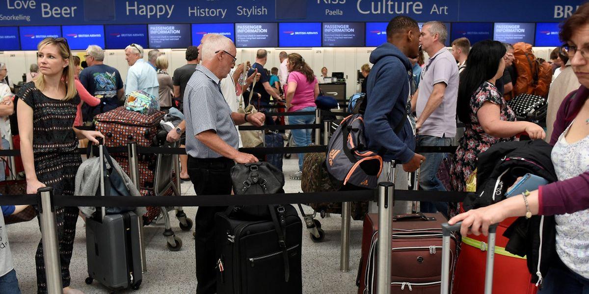 Wie hier in Gatwick, kam es an zahlreichen Flughäfen zu Problemen.