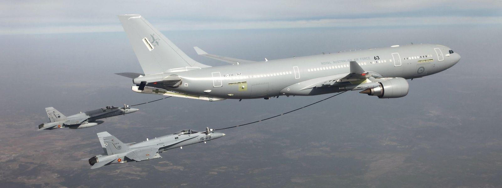 Mithilfe der Mehrzweck-Tank- und Transportflugzeuge (MRTT) können beispielsweise Kampfjets in der Luft betankt werden.