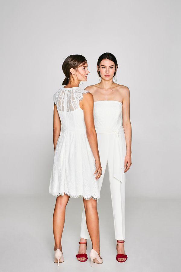Ein Jumpsuit kann eine praktische Alternative für die Braut auf der Party nach der Trauung sein. Auch Esprit setzt auf diesen eher ungewöhnlichen Brautlook.