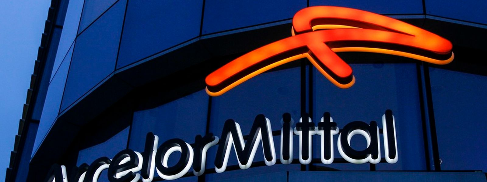 Der Sparkurs von ArcelorMittal schlägt sich erstmals beim Ergebnis nieder.