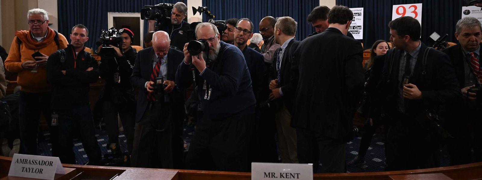 Die Anhörungen im US-Kongress um das Impeachment-Verfahren gegen Donald Trump sind ab Mittwoch zum ersten Mal öffentlich.