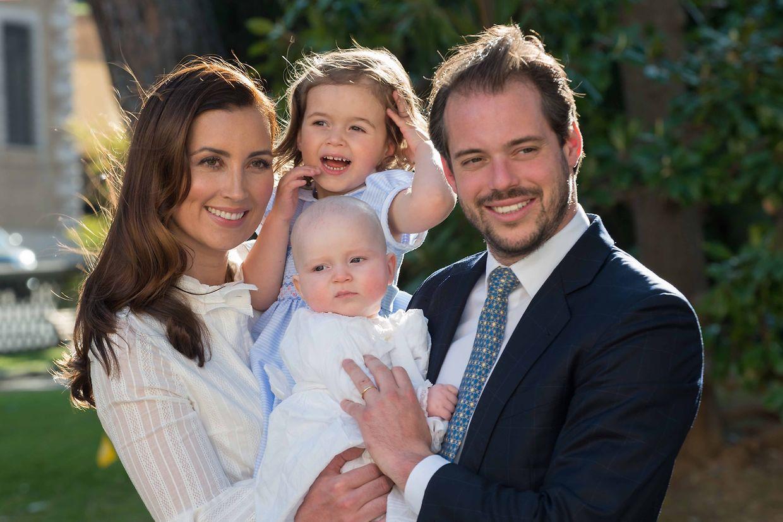 Prinz Félix mit seiner Frau Claire und den Kindern, Prinzessin Amalia und Prinz Liam anlässlich des letzteren Taufe.