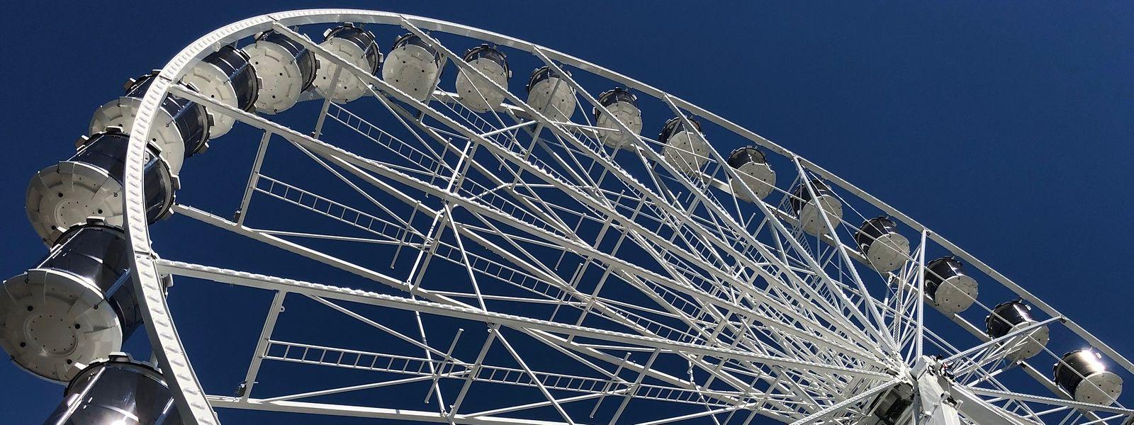 """Am Samstag wird das 50 Meter hohe Riesenrad auf der """"Kinnekswiss"""" seine ersten Besucher empfangen."""