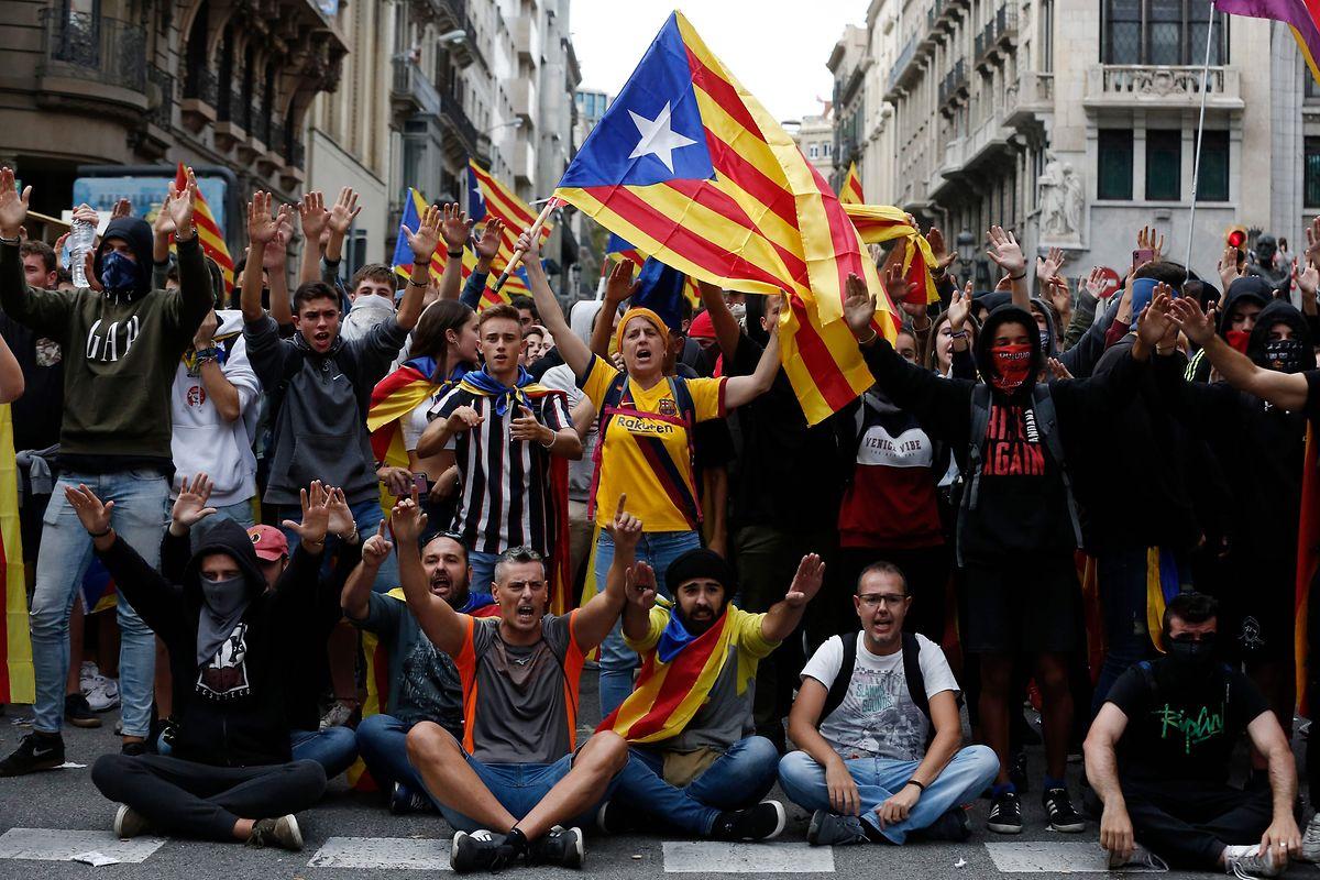 In der Via Laietana in Barcelona ging es stundenlang lautstark zu.