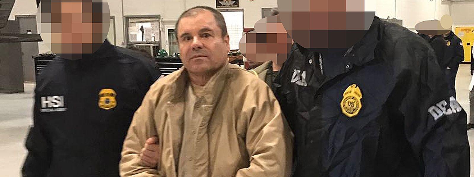 Photo deJoaquin Guzman Loera alias «El Chapo», publiée le 19 janvier 2017 par le ministère de l'Intérieur mexicain lors de son extradition vers les Etats-Unis.