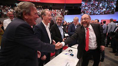 Martin Schulz und Altkanzler Schröder auf dem SPD-Parteitag in Dortmund.