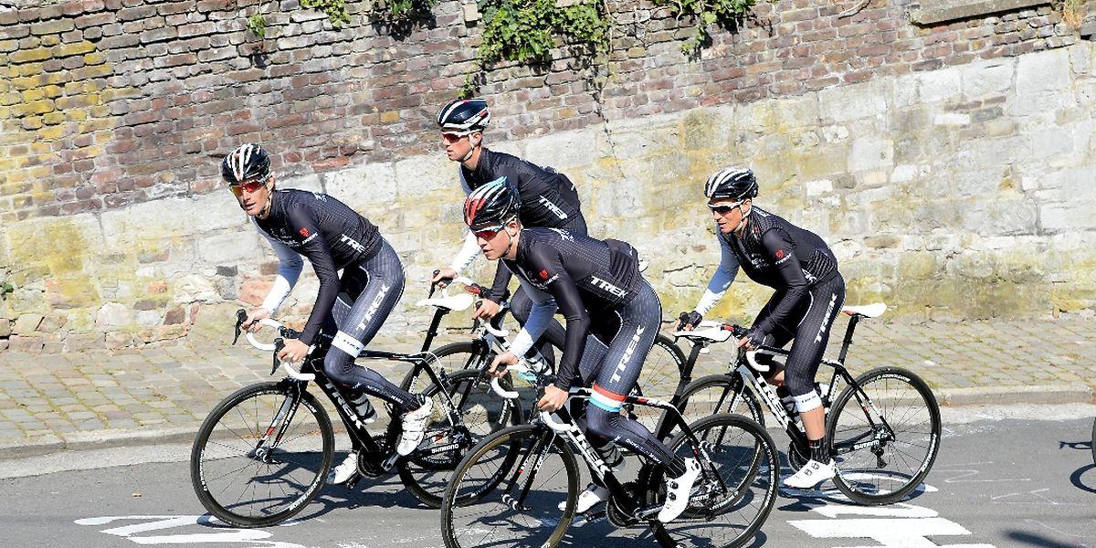 Gemeinsames Training am Dienstagnachmittag an der Mur de Huy.