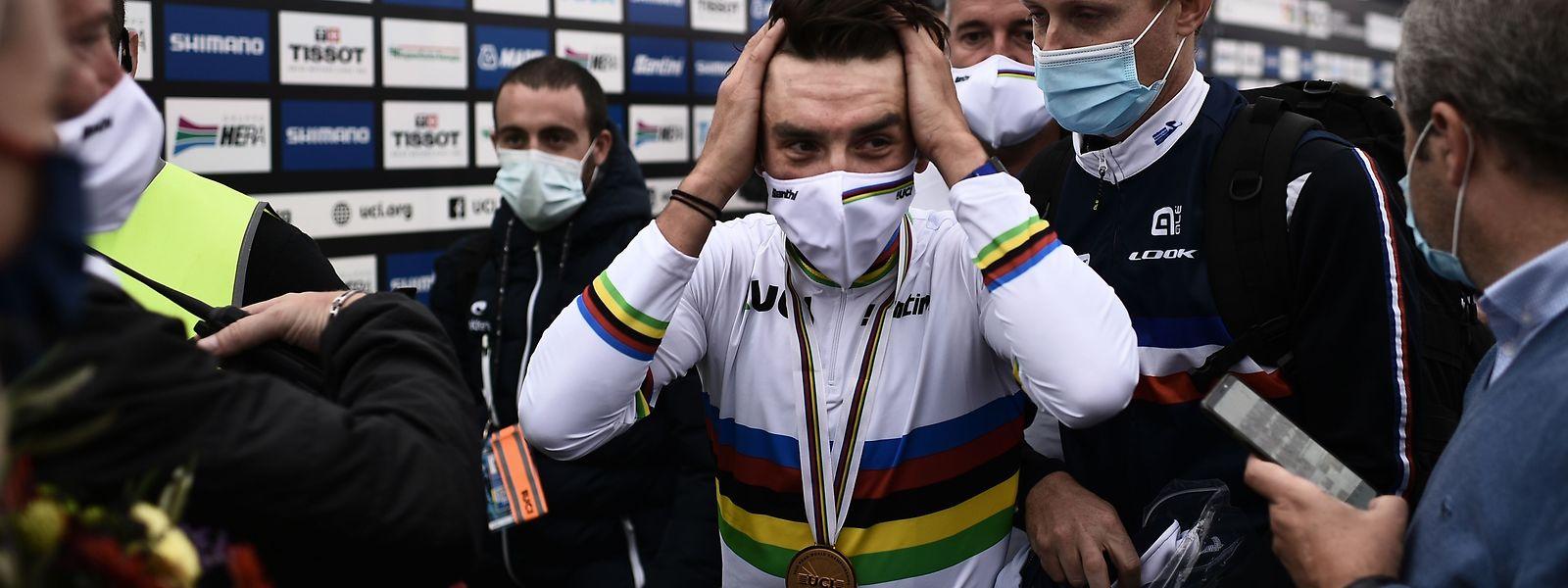 Julian Alaphilippe kann es nicht glauben. Er ist tatsächlich der neue Weltmeister.