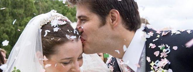 Den großen Tag planen: Wie Paare bei ihrer Hochzeit sparen können