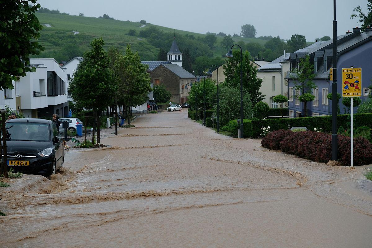 Auch in Greiveldingen musste eine Person gerettet werden, nachdem sie von Wassermassen mitgerissen worden war.