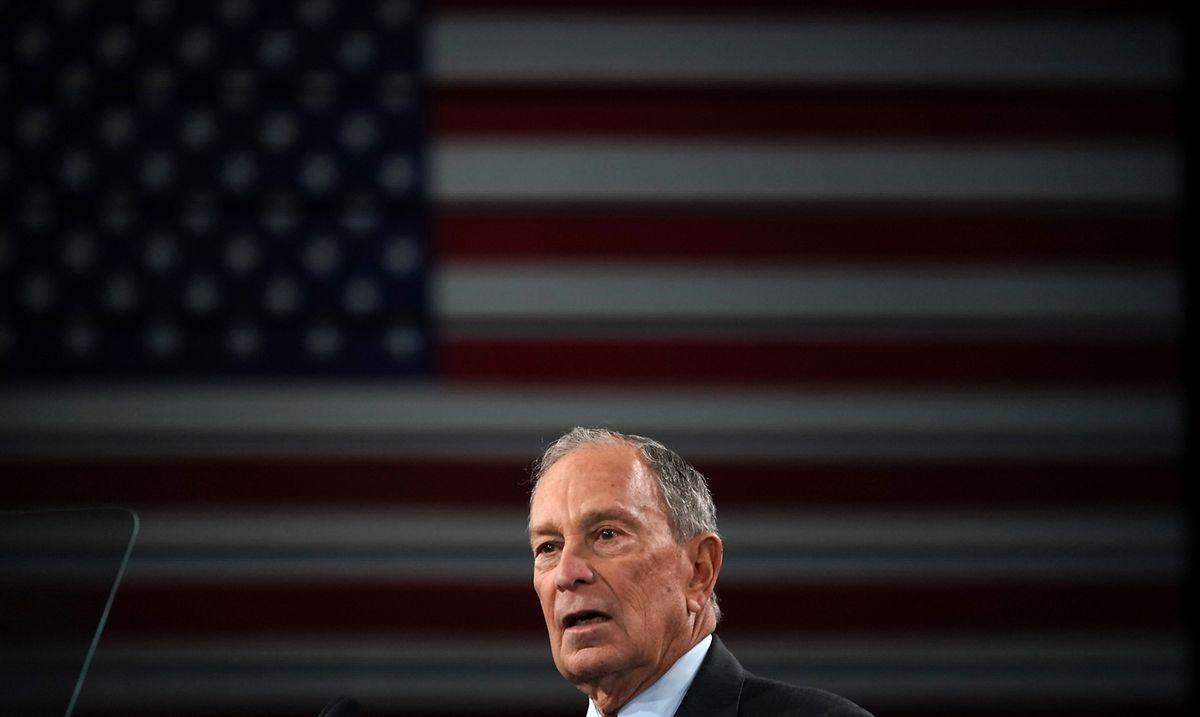 Der Multimilliardär und fühere Bürgermeister von New York, Mike Bloomberg, micht das Rennen auf.