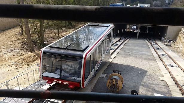 Conçues par le groupe suisse Doppelmayr -Garaventa, société spécialisée dans les transports par câble, les quatre nouvelles cabines du funiculaire pourront transporter 1.200 personnes en dix minutes. Soit l'équivalent de deux trains de 600 voyageurs!