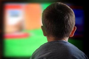 Kind, Fernseher, Fernsehen, TV (Foto: Shutterstock)