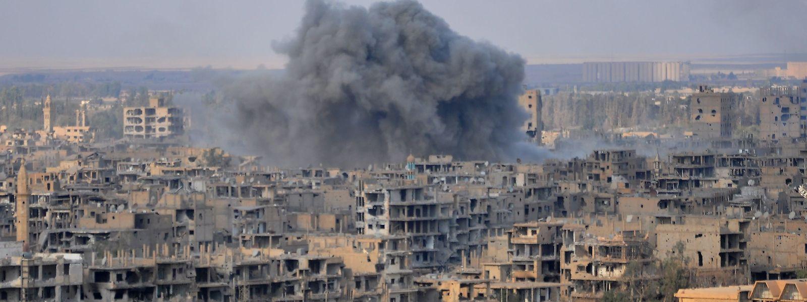 Die Stadt wurde vor der Einnahme durch die syrische Armee von der russischen Luftwaffe bombardiert.