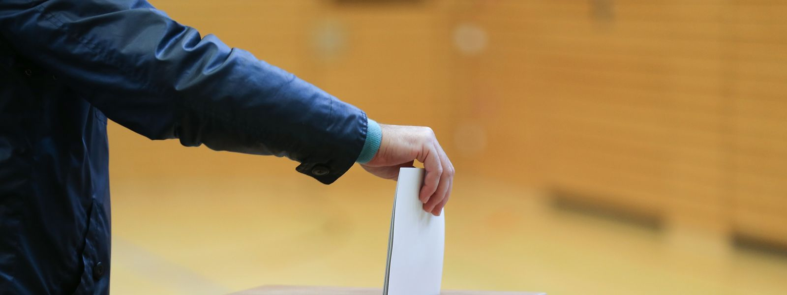 Die Parteien wollen, dass die Wähler ihr Kreuzchen an der richtigen Stelle machen. Doch die Überzeugungsarbeit bei den Wahlveranstaltungen erweist sich als mühseliges Geschäft.