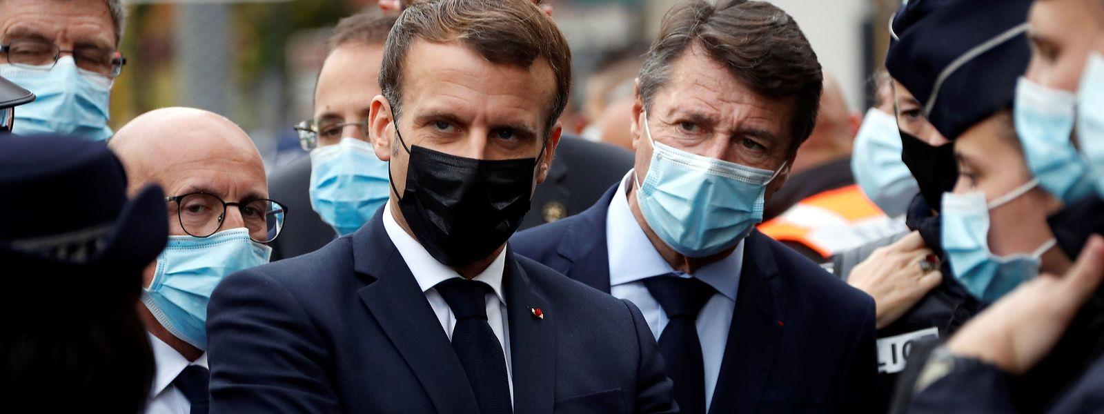 Emmanuel Macron besuchte den Ort der Messerattacke vor der Basilika Notre-Dame in Nice.