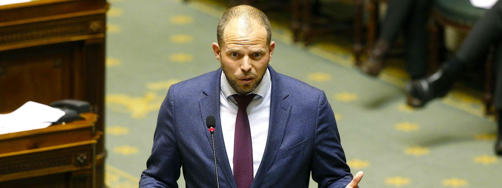 La chute de l'ex-secrétaire d'Etat à l'Asile et à la Migration Theo Francken serait à attribuer aux liens qu'il a entretenus par le passé avec un certain Melikan Kucam.