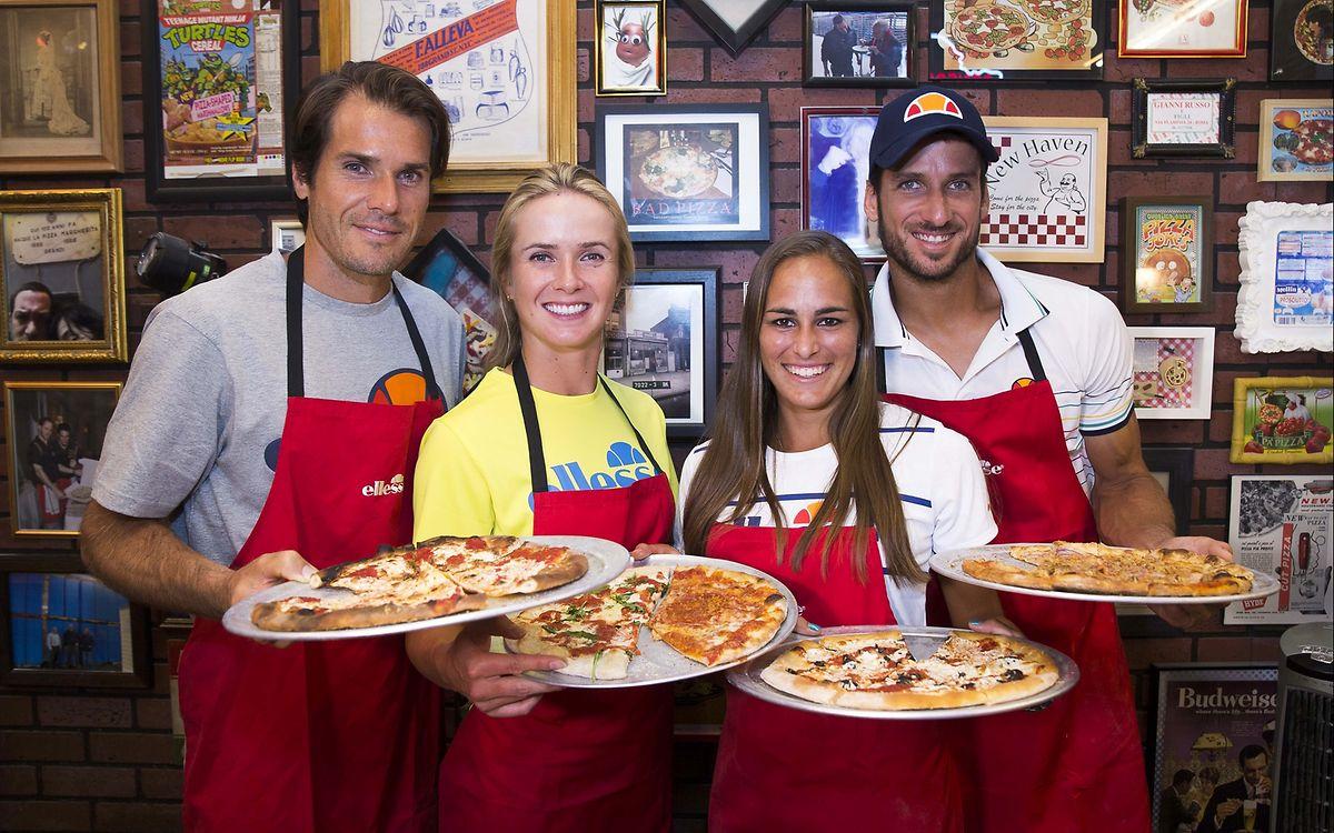 Tommy Haas, Elina Svitolina, Monica Puig und Feliciano Lopez (v.l.n.r.) beweisen in New York ihr Talent als Pizzabäcker.