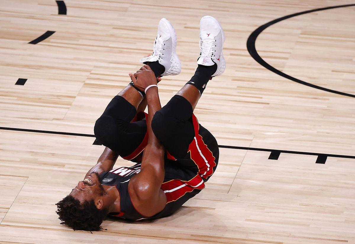 Heat-Star Jimmy Butler verletzt sich am Knöchel.
