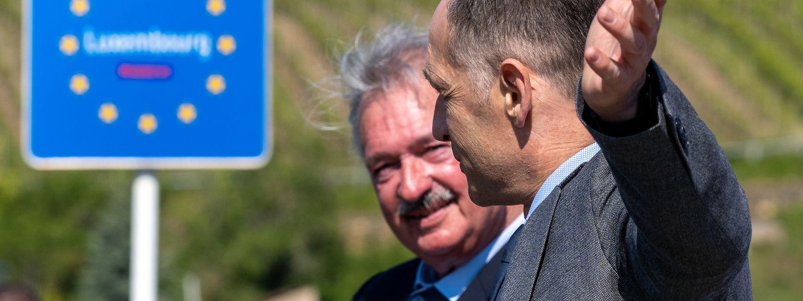 Außenminister Asselborn mit seinem deutschen Amtskollegen Heiko Maas in Schengen nach der Grenzöffnung Mitte Mai.