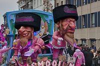 """Der """"Stürmer"""" hätte es - bis auf die rosa Jackets - vor 80 Jahren nicht besser hinbekommen: Der Karnevalswagen von """"De Vismooil'n"""" in Aalst."""