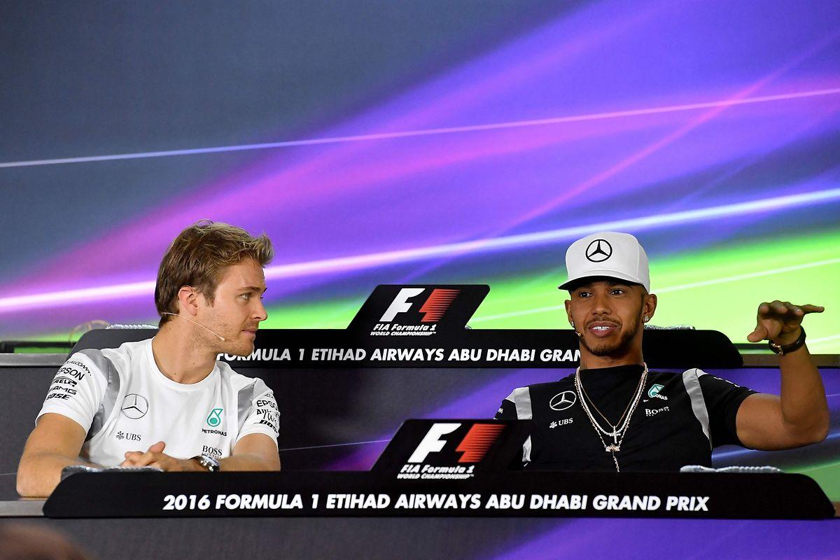 Wenn Nico Rosberg (l.) in Abu Dhabi aufs Podium fährt, hat Lewis Hamilton unabhängig seines Rennergebnisses keine Chance auf den Weltmeistertitel.
