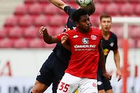 Mainz' Luxembourgian midfielder Leandro Barreiro Martins heads the ball during the German first division Bundesliga football match Mainz 05 v RB Leipzig in Mainz, western Germany, on May 24, 2020. (Photo by Kai PFAFFENBACH / POOL / AFP) / DFL REGULATIONS PROHIBIT ANY USE OF PHOTOGRAPHS AS IMAGE SEQUENCES AND/OR QUASI-VIDEO