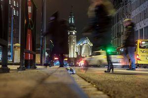 Schattenwelt in Bewegung: Dealer aus dem Bahnhofsviertel flüchten vor zu viel Aufmerksamkeit.