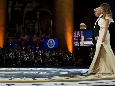 US President Donald Trump and US first lady Melania Trump arrive during the Armed Services Ball January 20, 2017 in Washington, DC. / AFP PHOTO / Brendan Smialowski