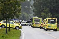 A picture taken on August 10, 2019 shows rescue and police vehicles near the al-Noor islamic center mosque where a gunman, armed with multiple weapons, went on a shooting spree in the town of Baerum, an Oslo suburb. - The gunman injured one worshipper before being arrested, police and witnesses said. (Photo by Fredrik Hagen / NTB Scanpix / AFP) / Norway OUT
