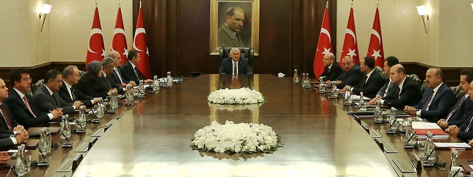 Das Kabinett des türkischen Premiers Binali Yildirim tagt in Ankara.