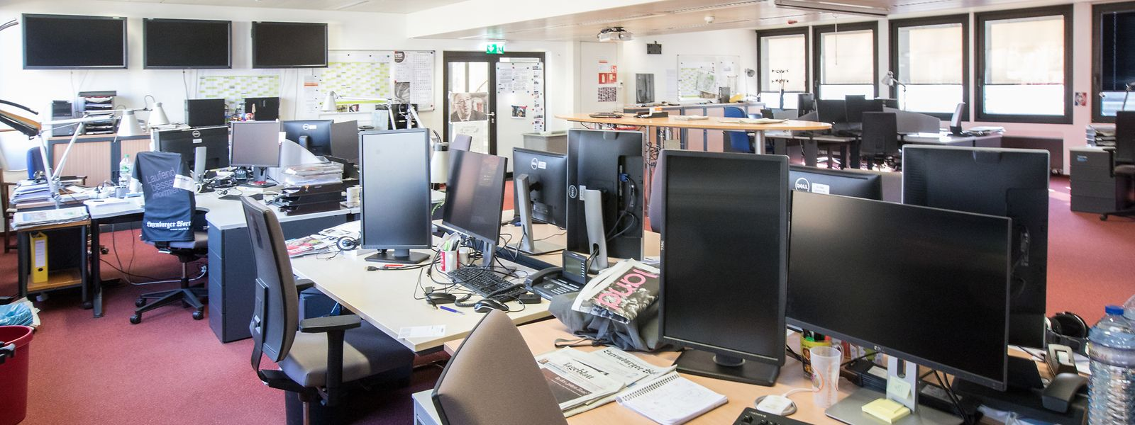 Der verwaiste Newsdesk des Luxemburger Wort - alle Redakteure sind im Home Office.