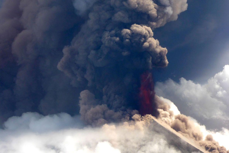 Ausbruch des Vulkans Ulawun auf der Insel Neubritannien.