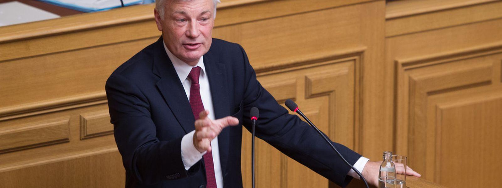 Der Ton in der Debatte um die Referendumsfragen wird schärfer: CSV-Fraktionschef Claude Wiseler sparte nicht mit Kritik an den Koalitionsparteien, die ihrerseits ihre Vorgehensweise vehement verteidigten.