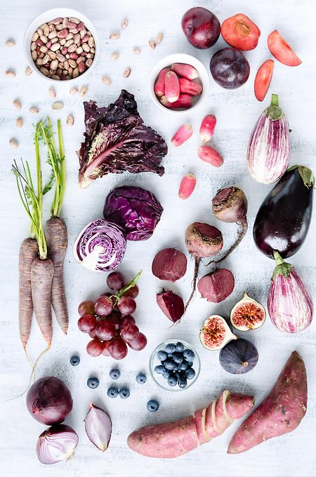 Frische, vegetarische Produkte stehen bei der Vollwert-Ernährung an erster Stelle. Es ist aber auch Fleisch in Maßen erlaubt, das jedoch aus biologischer Tierhaltung stammen sollte.