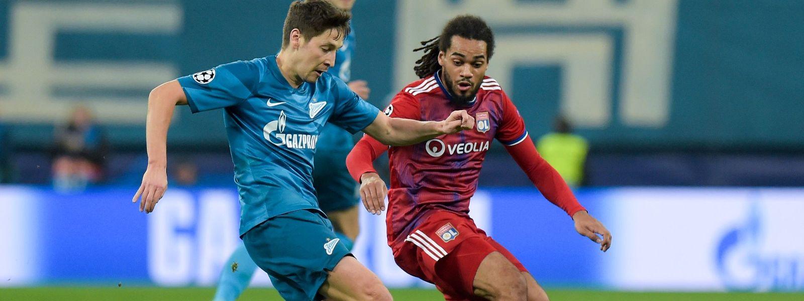 Le Zenit de Daler Kuzyaev (à g., en bleu) a pris le meilleur sur l'Olympique Lyonnais et son défenseur belge, Jason Denayer