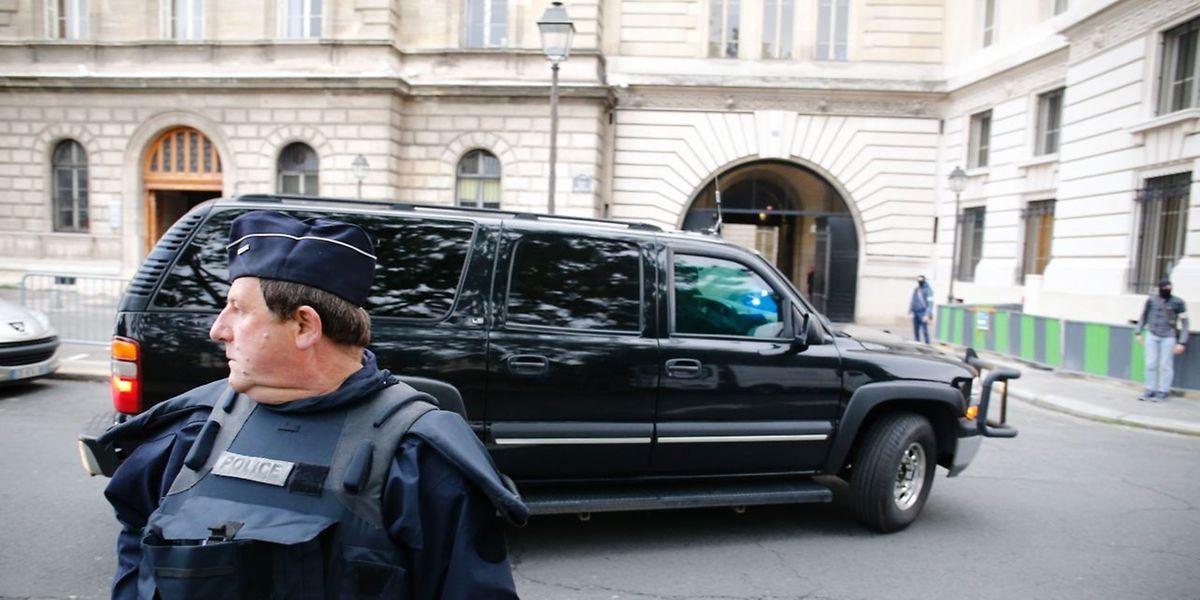 Salah Abdeslam arrive le 8 septembre 2016 au palais de justice de Paris pour être interrogé par les juges antiterroristes