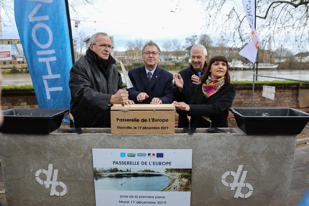 Ce mardi 19 décembre 2019 a été posée la première pierre de la «passerelle modes doux» à Thionville.