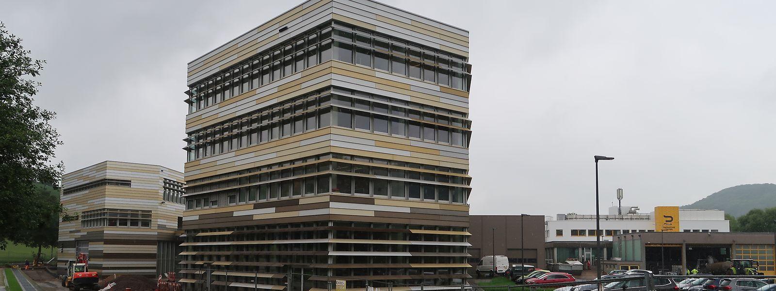 Im Außenbereich bleiben nur noch kleinere Arbeiten zu erledigen. Im Vordergrund erkennt man das Verwaltungsgebäude des Siden.