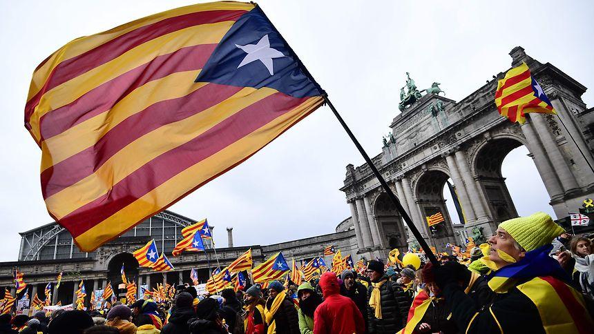 Die katalanische Flagge weht in Brüssel.
