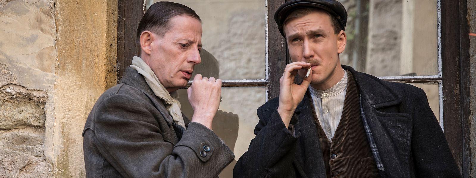 """Haben Sie ihn erkannt? Luc Feit spielt """"Heester"""" an der Seite der Hauptfigur Hans Beimler, dargestellt von Jan Krauter."""