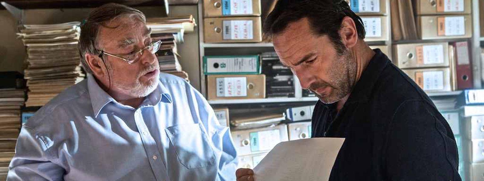 """Marc Olinger (Ernest Backes) et Gilles Lellouche (Denis Robert) dans """"L'enquête"""" de Vincent Garenq."""