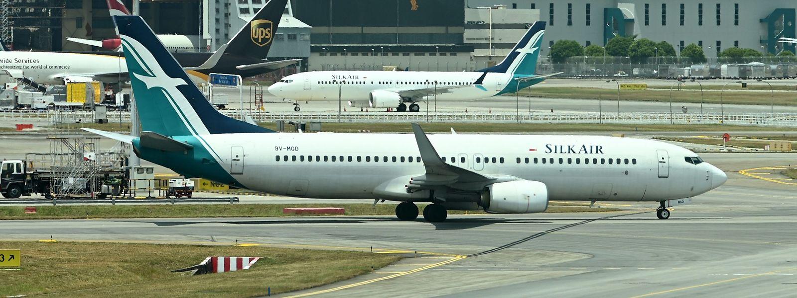 Boeing-Maschinen vom Typ 737 Max müssen in vielen Ländern (im Bild Singapur) vorerst am Boden bleiben.