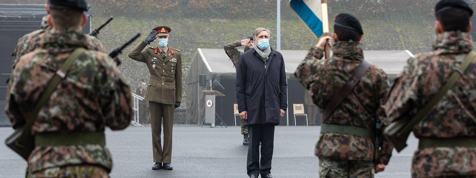 Verteidigungsminister François Bausch überbrachte den Angehörigen der Luxemburger Armee am Mittwoch den Dank der Regierung für ihren exemplarischen Einsatz während der Corona-Krise.