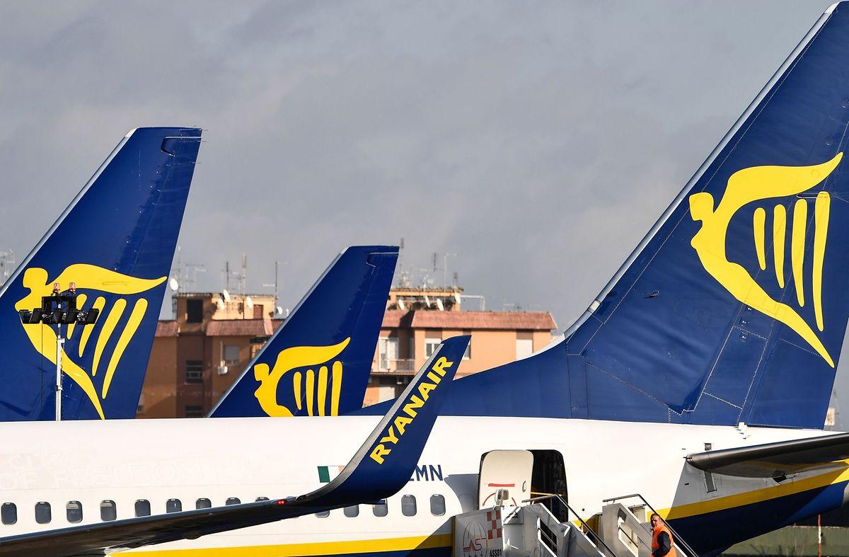 Ryanair Flugzeuge stehen auf dem Ciampino Flughafen in Rom.